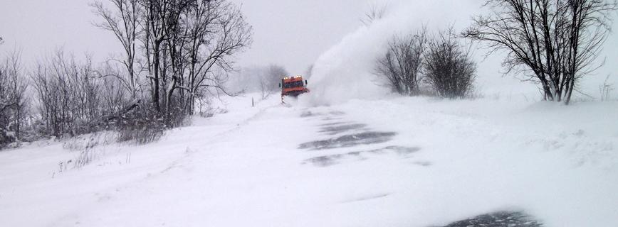 Katasztrófatípusok - Téli veszélyek - Síkosság-mentesítés és jeges úton közlekedés aloldal fejlécképe