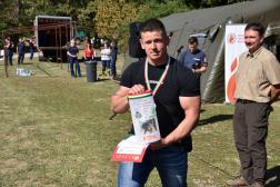A képen a döntési versenyszám győztese, Kmetz Szabolcs encsi tűzoltó